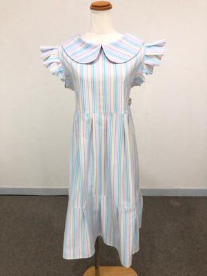 ハイウエストのバックリボンとフリル使いが大人の可愛さを演出する パステルストライプのキュートな丸襟ワンピース。コットン100% ミモレ丈 スリーブレス 裾フリル 袖フリル 外国 女の子 快適