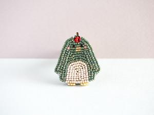 ペンギンのビーズ刺繍ブローチ(ニュートンのりんご)
