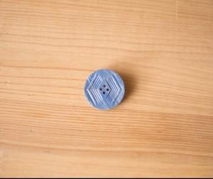 ビンテージのボタンブローチ
