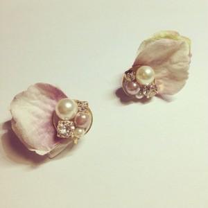 白×パープル 花びらピアス・イヤリング