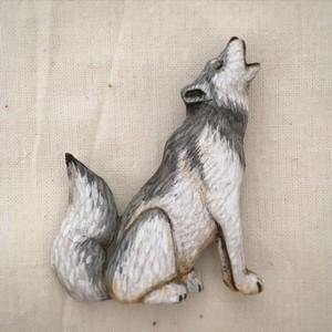 ブローチ オオカミ  (Pin resin brooch  wolf)