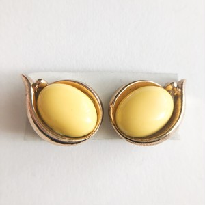 """Trifari"" yellow earring[e-1162]"
