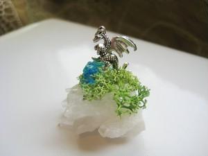 銀竜と青色鉱石のミニオブジェ(水晶)