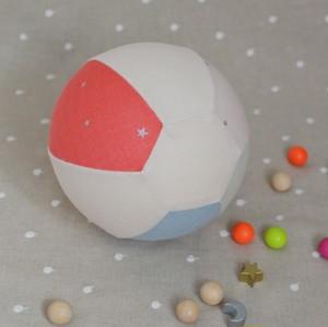 不思議なボールに変身!風船カバー(ピンク系)