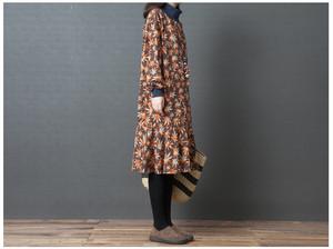 A1341. 大きいサイズ タートルネック ハイネック 長袖 花柄 ミモレ丈 ワンピース コーヒー