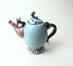 花とヒョウと虫のティーポット / 陶芸家 / 青磁 / 青い食器 / 急須/ art ceramic