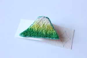 nakki 刺繍ブローチ(山)