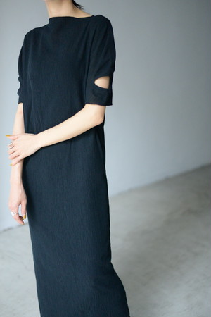 G.V.G.V. / ROUND SLEEVE DRESS (black)
