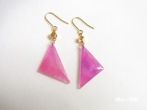 三角ピアス・赤紫