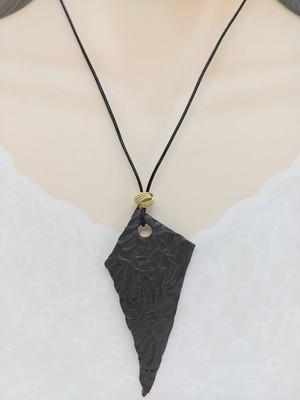 陶器のネックレス