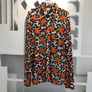 オレンジとブラウンが美しいバランスの柄シャツ