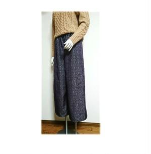 77 履くと可愛い大島紬ワイドパンツ(紫系・幾何学柄)