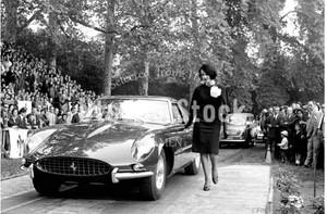 1963年撮影 イタリア ボーボリ庭園 フェラーリ 275GTB【278196301】