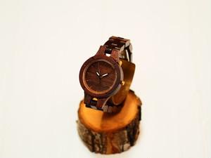 銘木紫檀で製作された木製腕時計(三つ折りバックルタイプ)