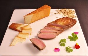 24ヶ月熟成のパルミジャーノ・レッジャーノとハンガリー産鴨肉の燻製セット