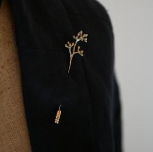 Eucalyptus ユーカリポポラスbud ハットピン (brass) / YUKIKO MATSUI