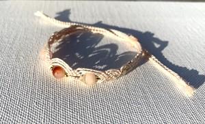 桜瑪瑙のシルク糸ブレスレット