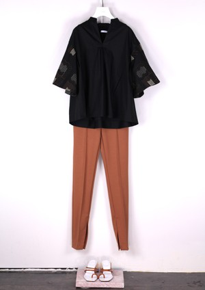 EMBROIDERY TUCK BLOUSE [BLK]