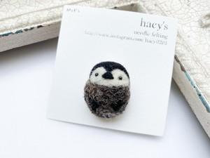 【hacy's】ペンギンあんよブローチ 小