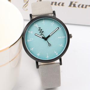 【小物】スポーツ防水シンプルなパーソナリティの腕時計