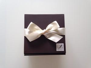 gift box (箱、パッキン、リボン)