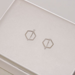 kikkou. 小さな六角形のイヤリング (silver)