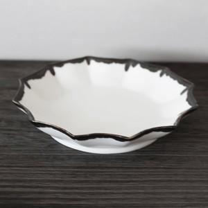 一品料理を美しく見せる白の器 陶芸作家【宮崎雄太 器とデザイン】 Plate 15cm 変形5寸皿(Wht×BLK)
