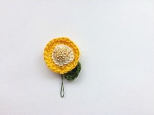手編み*お花ブローチ(黄)