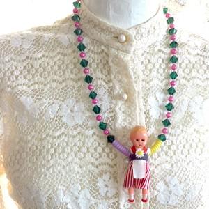 351 小さなお人形さん ビーズネックレス