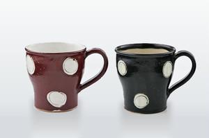 ペアマグカップ(木箱入)黒織部粉引赤絵丸紋