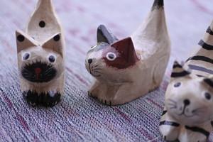 木彫りの動物 ネコ3匹