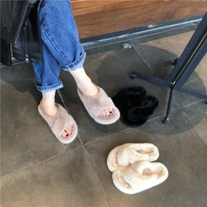 ふわもこサンダル ルームシューズ スリッパ クロスデザイン ふわふわ 暖かい 秋冬 防寒 黒 ブラック 白 ホワイト カーキ 履きやすい 疲れにくい 痛くない 韓国
