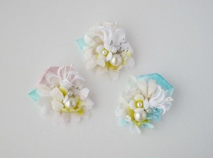 たくさんの花々を束ねたブーケのような片耳ピアス。 Ellipse