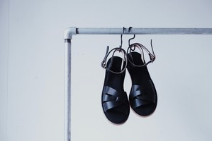 Trois / Sayū, Sandals
