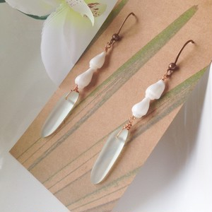 By the Sea* Sea shell & sea glass pierce