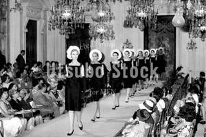 1964年撮影 パラッツォ ピッティ宮殿 ファッションショー【252196401】