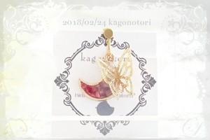 月と蝶々の片耳イヤリング~赤紫~