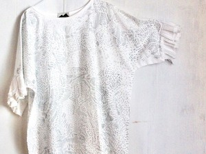 wing frill blouse