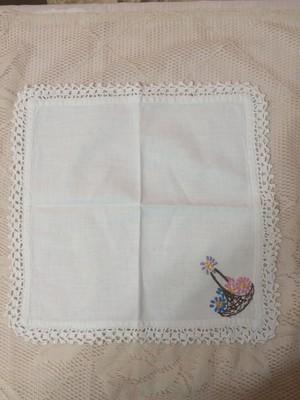 送料無料 アンティーク ハンドメイド 花かごの刺繍のハンカチ アメリカ 布 ヴィンテージ キッチン 花のステッチ