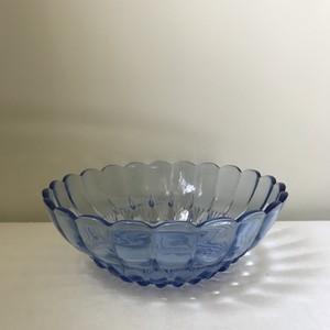 青いガラスのボウル