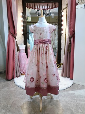 お姫様 ドレス お呼ばれ・発表会 130㎝ 花柄 刺繍 オーガンジー パフスリーブワンピース ピンク コサージュ付き