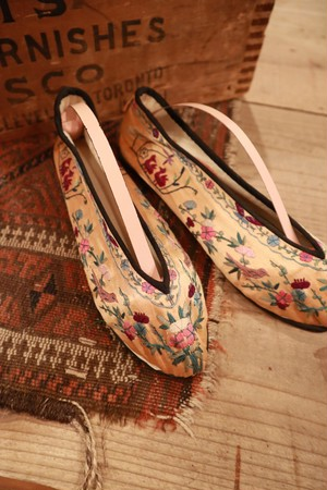 beige vintage embroidery shoes made in CHINA.(b104)