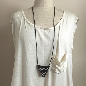 pyramid-studs pouch-necklace  ▼ / black