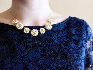 【ボリューム ネックレス】アンティークレトロなお花・結婚式やニットに人気