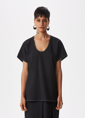 SHIRT WITH VISIBLE STITCHING AND BELT