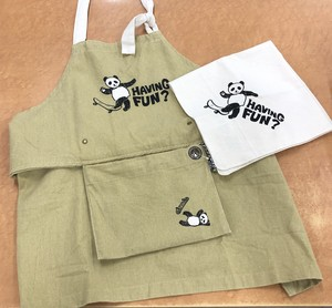 AND PACKABLE キッズエプロン スケボーパンダ