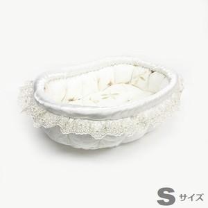 ふーじこちゃんママ手作り ぽんぽんベッド フリル付き(サテンホワイト・草花柄) Sサイズ