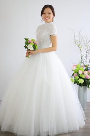 ウェディングドレス 繊細レース パールビーズが美しい 結婚式 二次会 花嫁ドレス 海外挙式 フォトウェディング【WE-1】