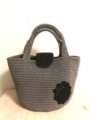 手編みバッグ マグネットトート ダークグレー モチーフ付き