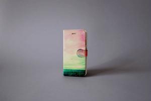 【03.09 SALE START】海と緑色の空の、手帳型スマホケース